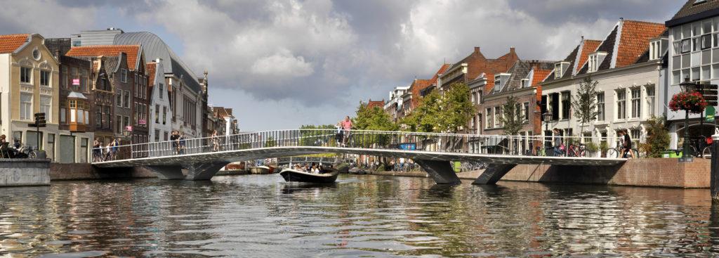 Leidse Catharinabrug aan de Aalmarkt Leiden door DP6 wint internationale betonprijs. Beeld: Kees Hummel