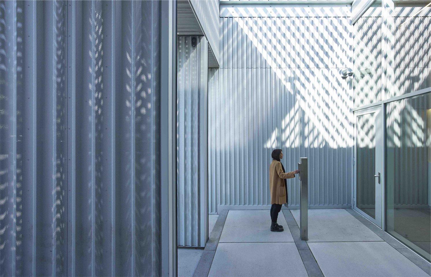 <p>Entreegebouw Pieter Baan Centrum Almere door studio PROTOTYPE, beeld Jeroen Musch </p>