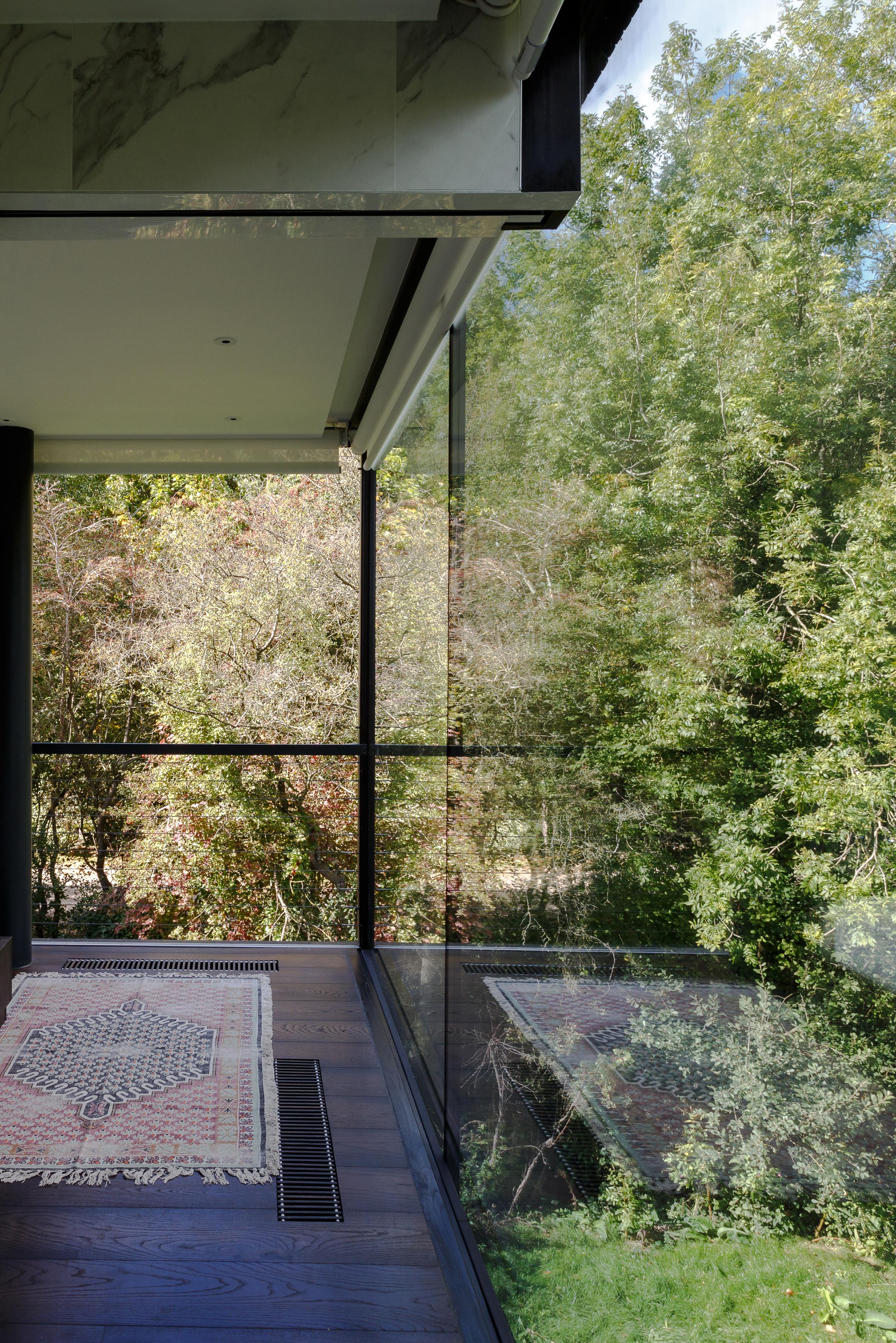 <p>Villa in the Lake, Lechlade (UK) &#8211; Mecanoo. Beeld Mariashot.photo</p>