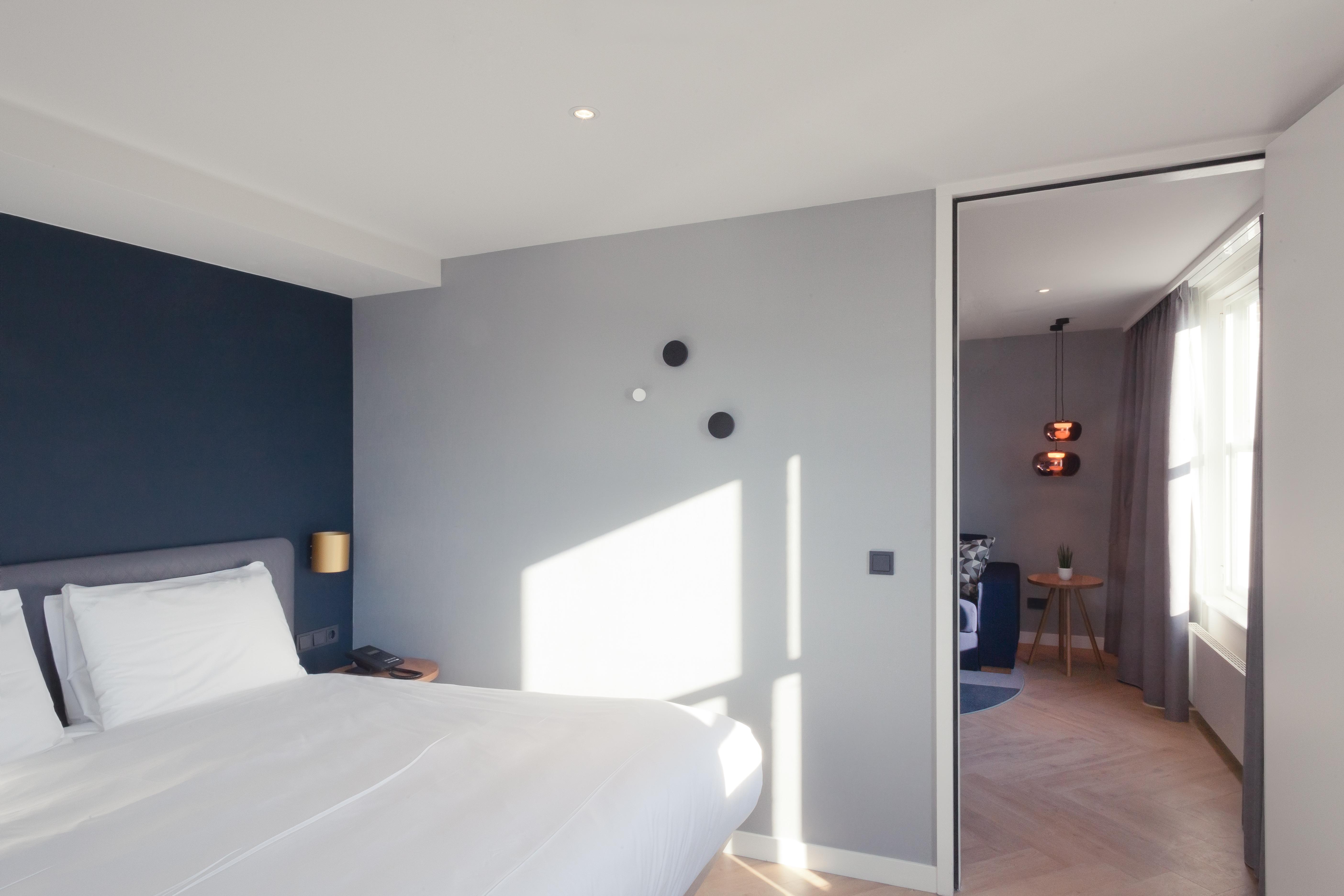<p>Staybridge Den Haag – Mulderblauw. beeld Muriel Janssen</p>