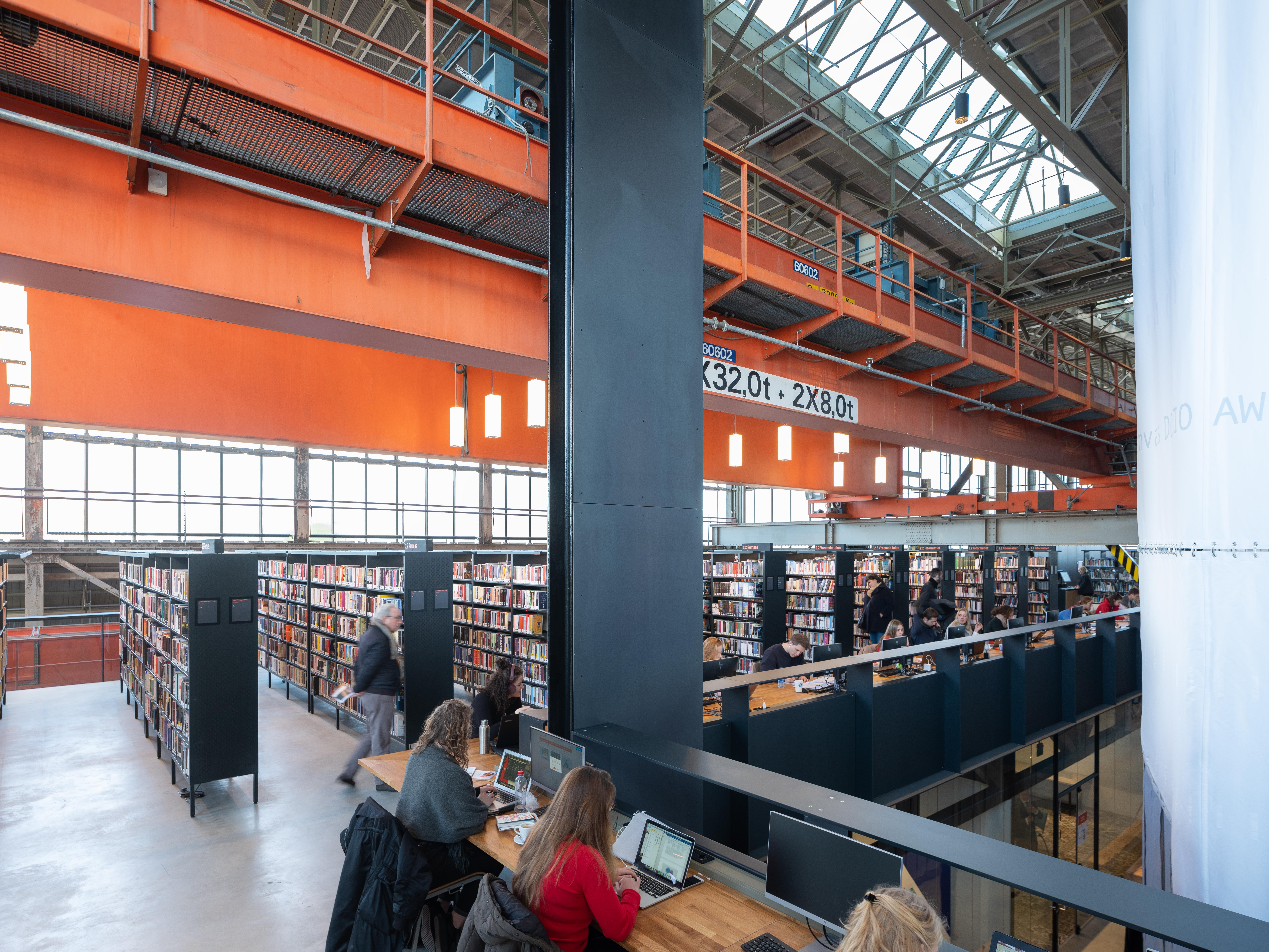 <p>LocHal Tilburg door Civic, Braaksma &#038; Roos, Inside Outside en Mecanoo, beeld Ossip van Duivenbode</p>