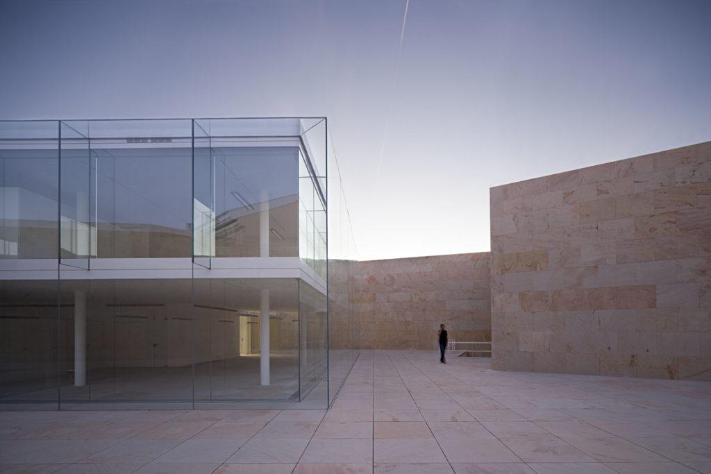 Kantoor adviesraad in Zamora (ES) door Alberto Campo Baeza, beeld Javier Callejas