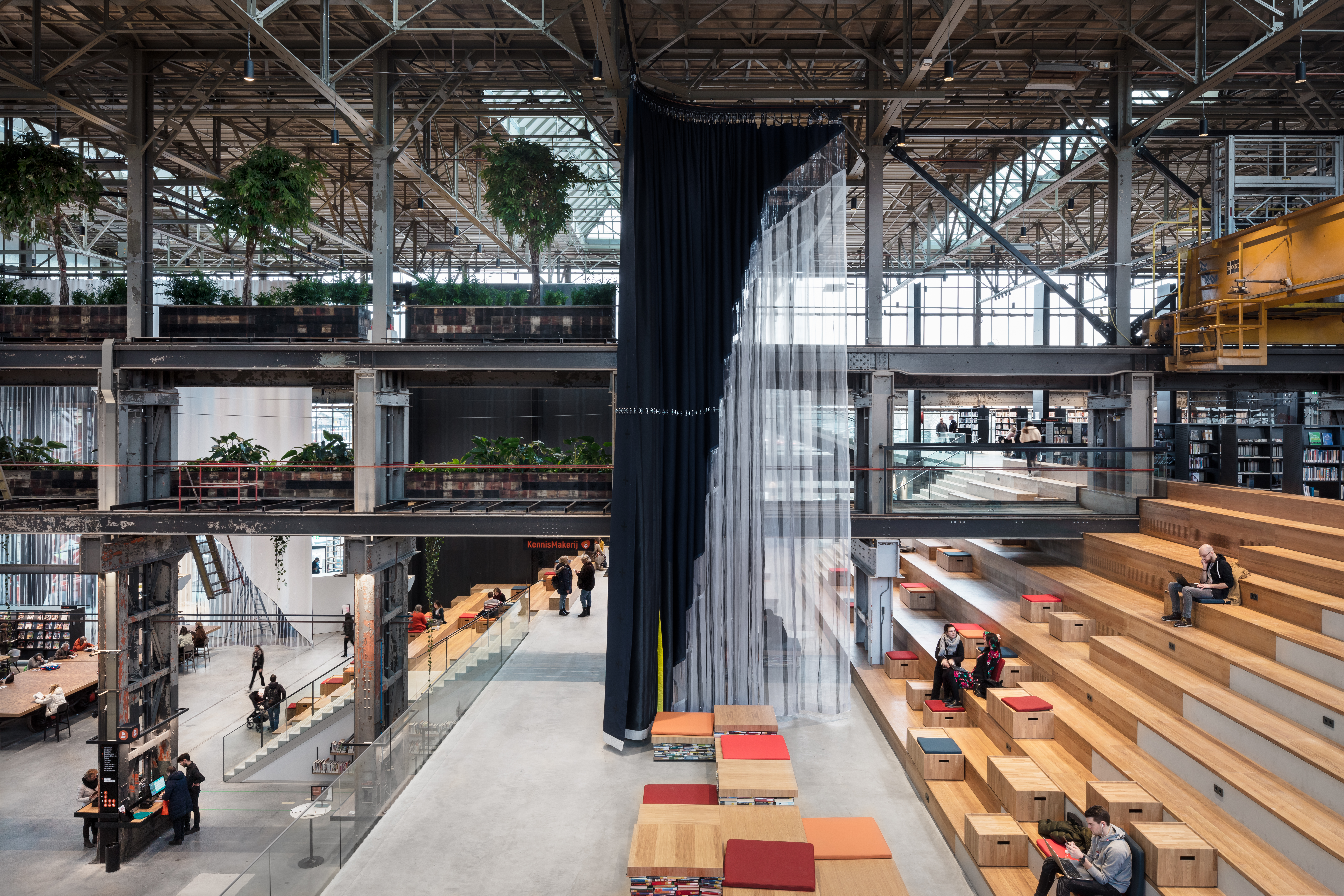 <p>LocHal Tilburg door Civic, Braaksma &#038; Roos, Inside Outside en Mecanoo is een van de genomineerden voor een WAF Award 2019 &#8211; Gerealiseerde projecten. Beeld Stijn Bollaert</p>