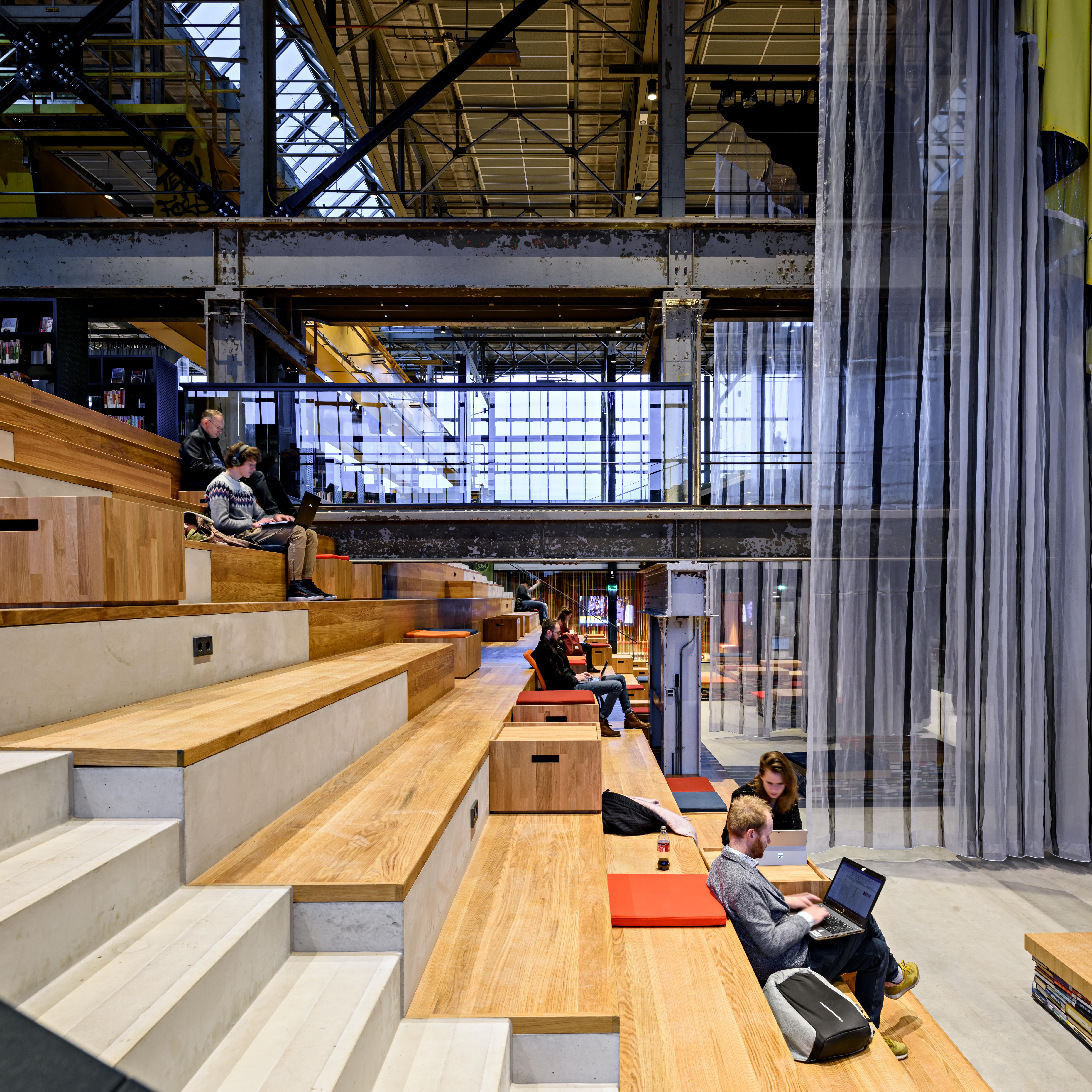 <p>LocHal Tilburg door Civic, Braaksma &#038; Roos, Inside Outside en Mecanoo, beeld Arjen Veldt</p>