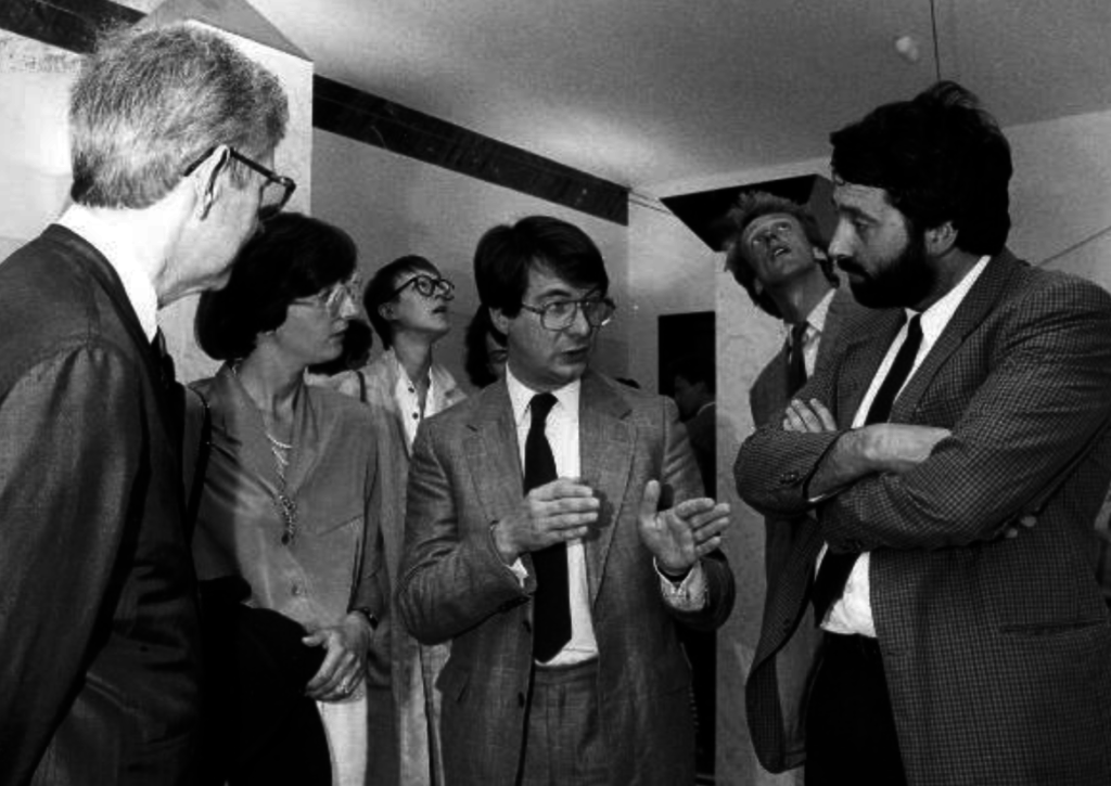 Opening expositie Vandenhove in de Beurs van Berlage (1986) met Vandenhove (rechts) en Gerard Mortier (midden)