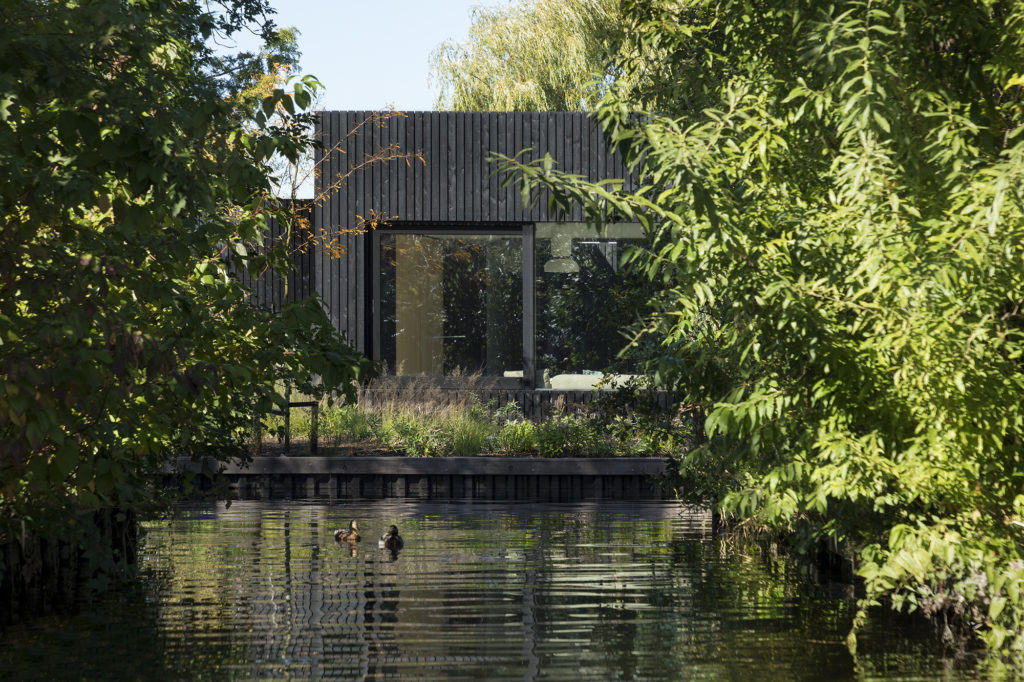 Tiny Holiday Home in Vinkeveen door i29 interior architects en Chris Collaris, beeld Ewout Huibers