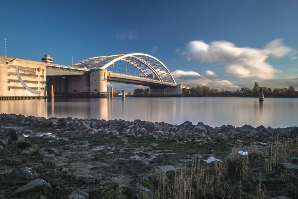Brienenoordbrug Rotterdam, beeld Shutterstock