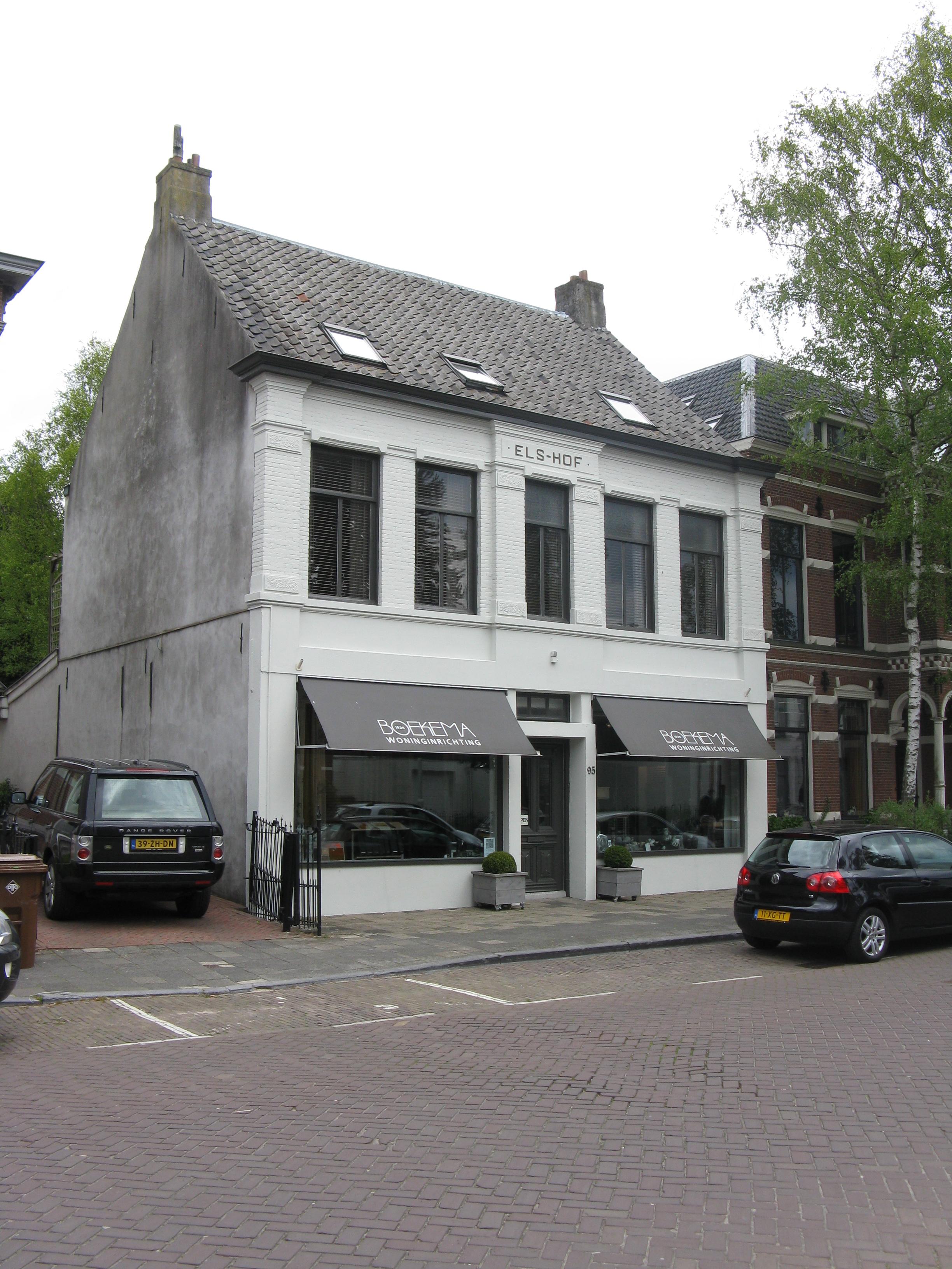 <p>Dillenburgstraat 95 voor de transformatie, renovatie.</p>