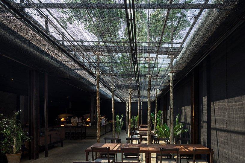 Restaurant-of-Shade-Ho-Shi-Min-Stad-Vietnam-door-NISHIZAWAARCHITECTS.-Beelden-Hiroyuki-Oki