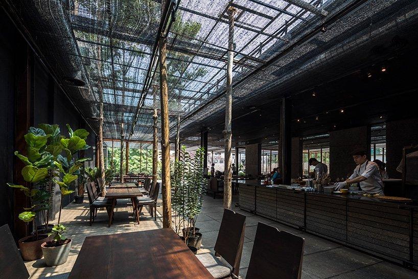 Restaurant-of-Shade-Ho-Shi-Min-Stad-Vietnam-door-NISHIZAWAARCHITECTS.-Beelden-Hiroyuki-Oki-