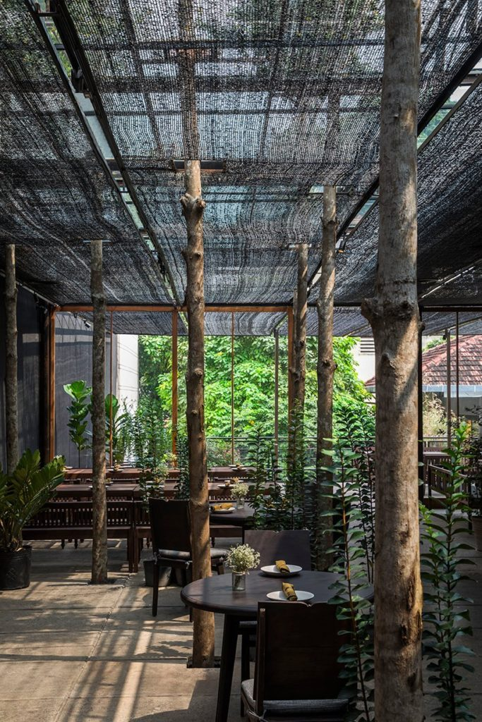 Restaurant-of-Shade-Ho-Shi-Min-Stad-Vietnam-door-NISHIZAWAARCHITECTS.-Beelden-Hiroyuki-Oki-1