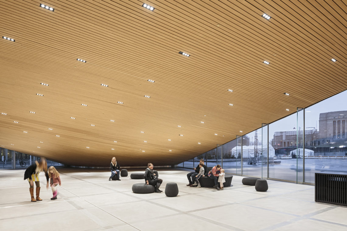 <p>Begane grond. Central Library Oodi. Helsinki door ALA Architects. Beeld Tuomas Uusheimo</p>