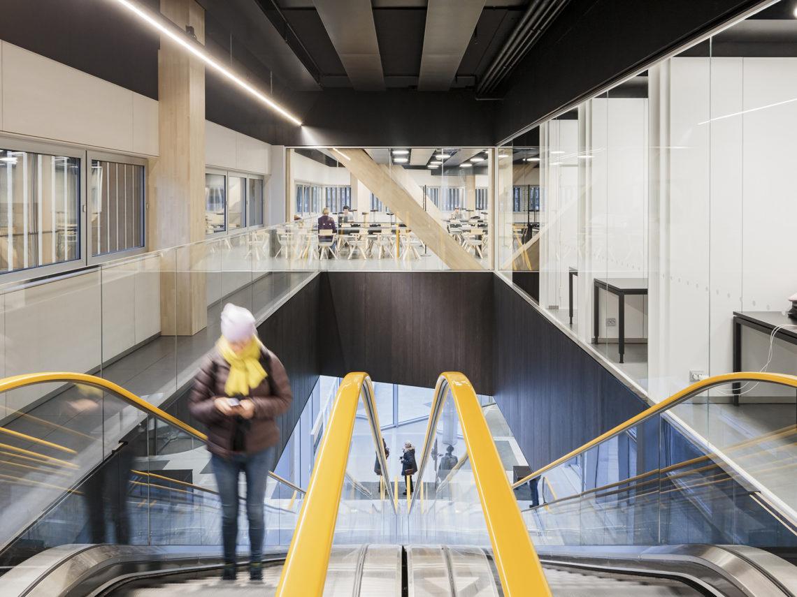 <p>Middenverdieping. Central Library Oodi. Helsinki door ALA Architects. Beeld Tuomas Uusheimo</p>