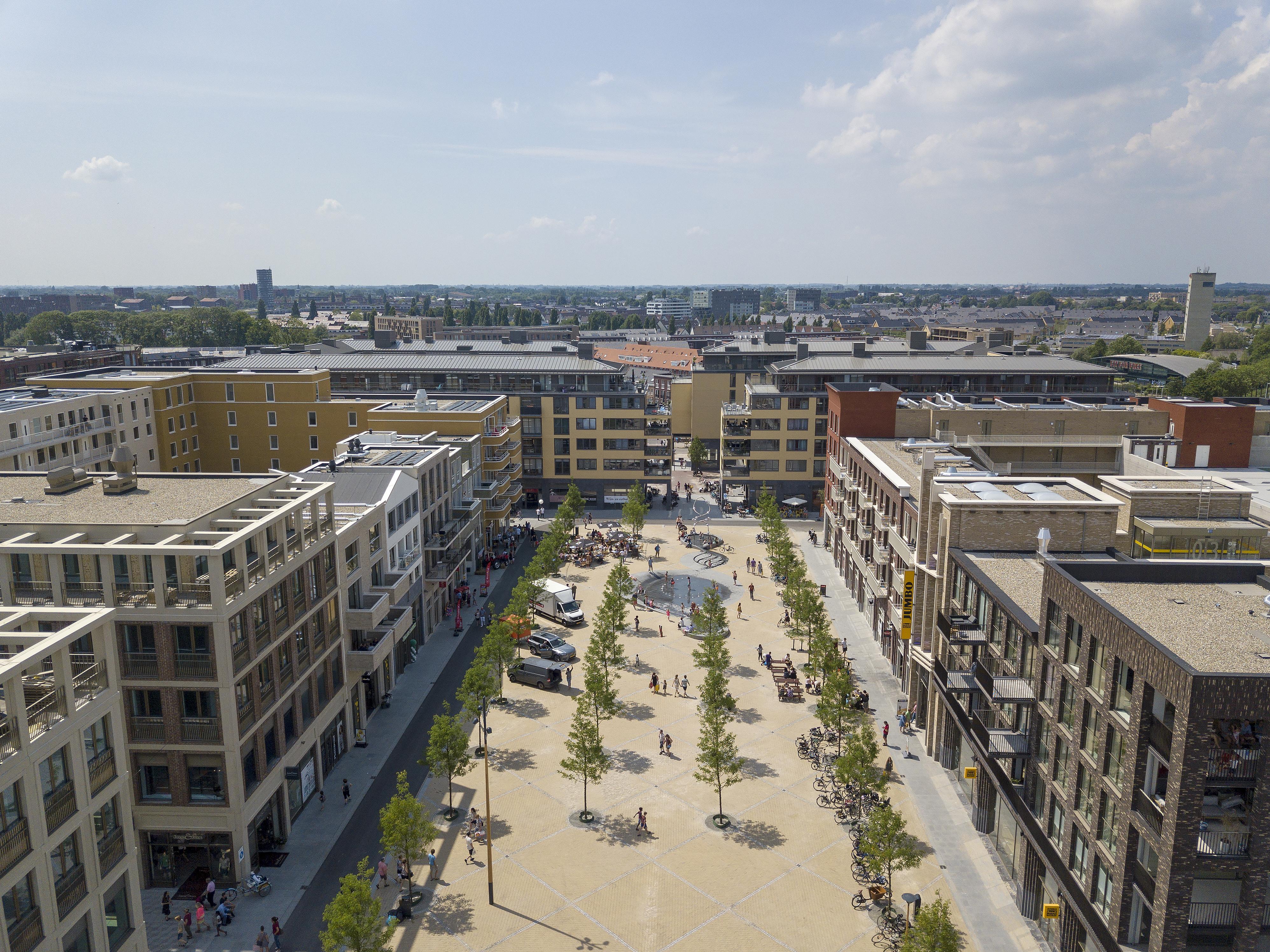 <p>Brusselplein in Leidsche Rijn Centrum, gezien in westelijke richting Foto Luuk Kramer</p>