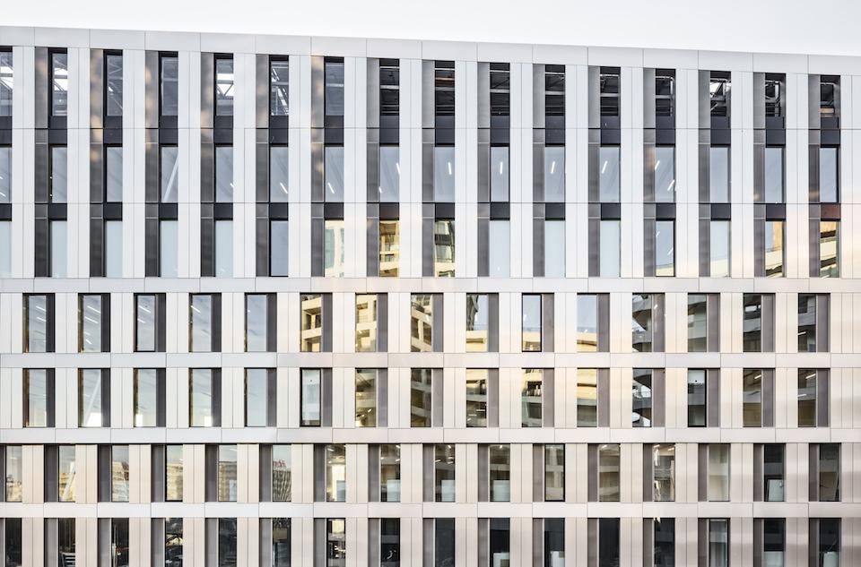 <p>Green Office® ENJOY in Parijs door Baumschlager Eberle Architekten en SCAPE, beeld Luc Boegly</p>