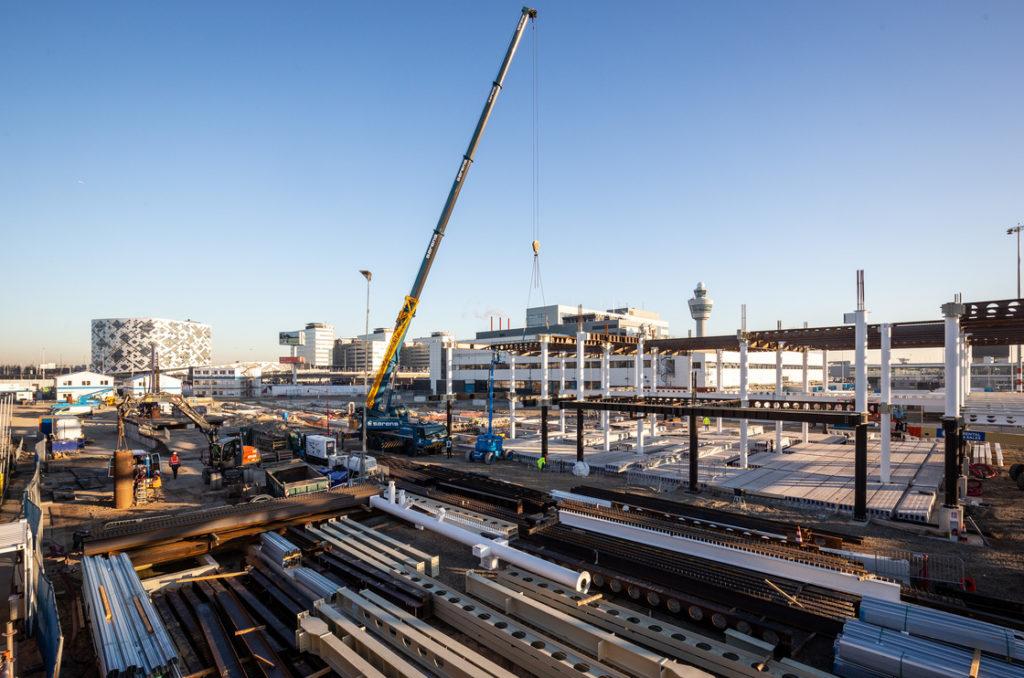 Nieuwe pier Schiphol. Ontwerpteam: AECOM met IMd, dGmR, cepezed, cepezed interieur en Copijn Landschapsontwerp. Beeld: Lucas van der Wee