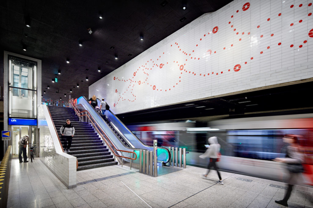 Group A Metrostation Waterlooplein. beeld Digidaan