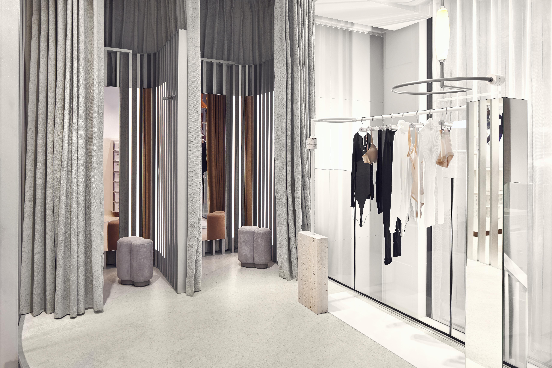 <p>Wolford Amsterdam door, studio Modijefsky. beeld Maarten Willemstein</p>