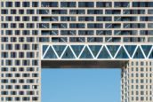 SELECT Brugconstructie boven de houthavens: Pontsteiger in Amsterdam door Arons en Gelauff architecten