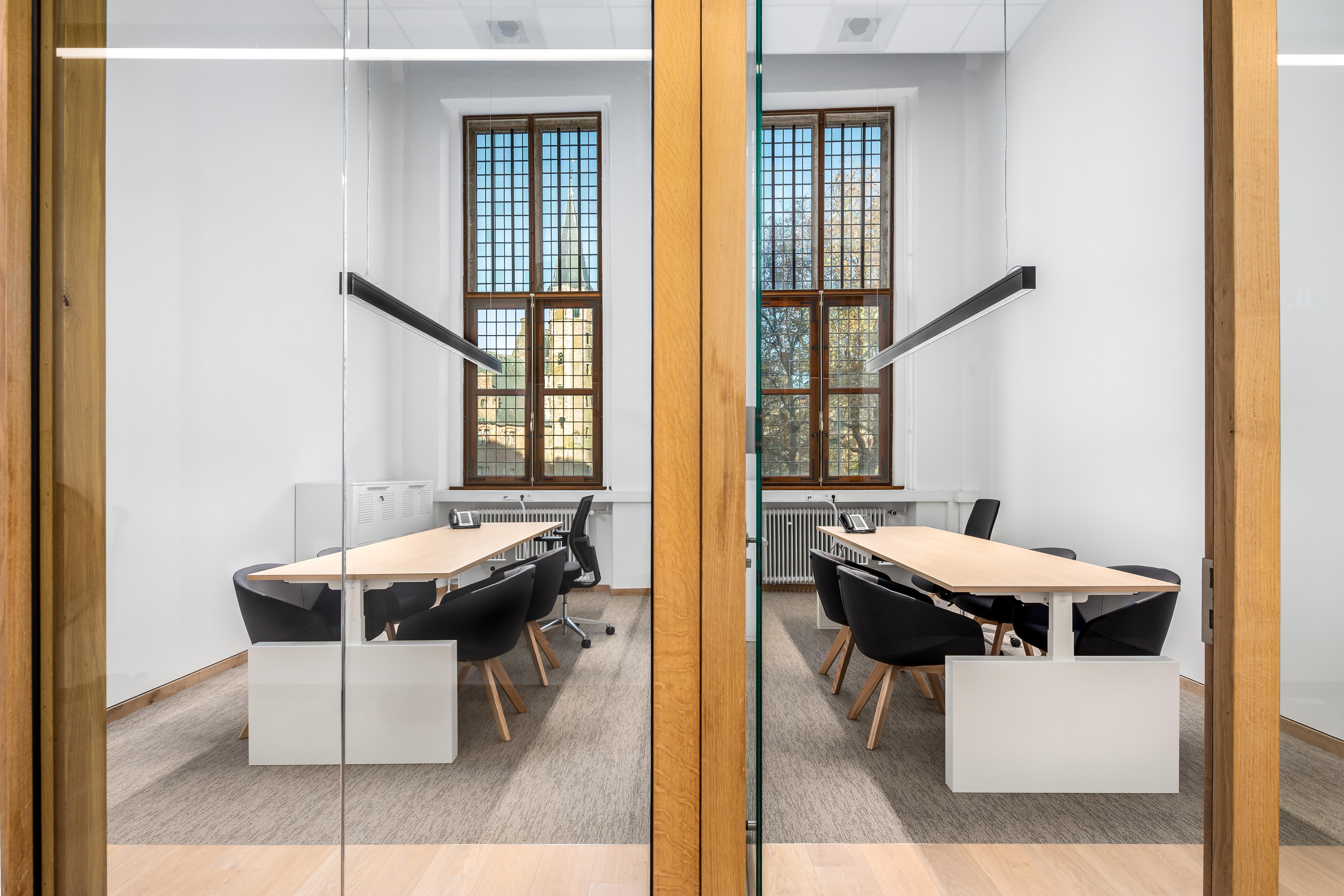 <p>Het door M+R ontworpen interieur gaat een dialoog aan met de architectuur van het gebouw. Beeld Studio de Winter | Herman de Winter</p>