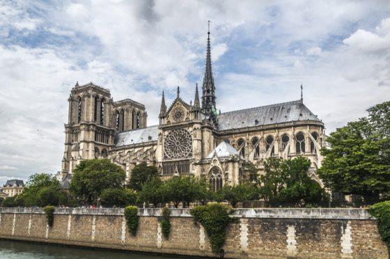 Architectuurwedstrijd aangekondigd voor herbouw torenspits Notre-Dame Parijs