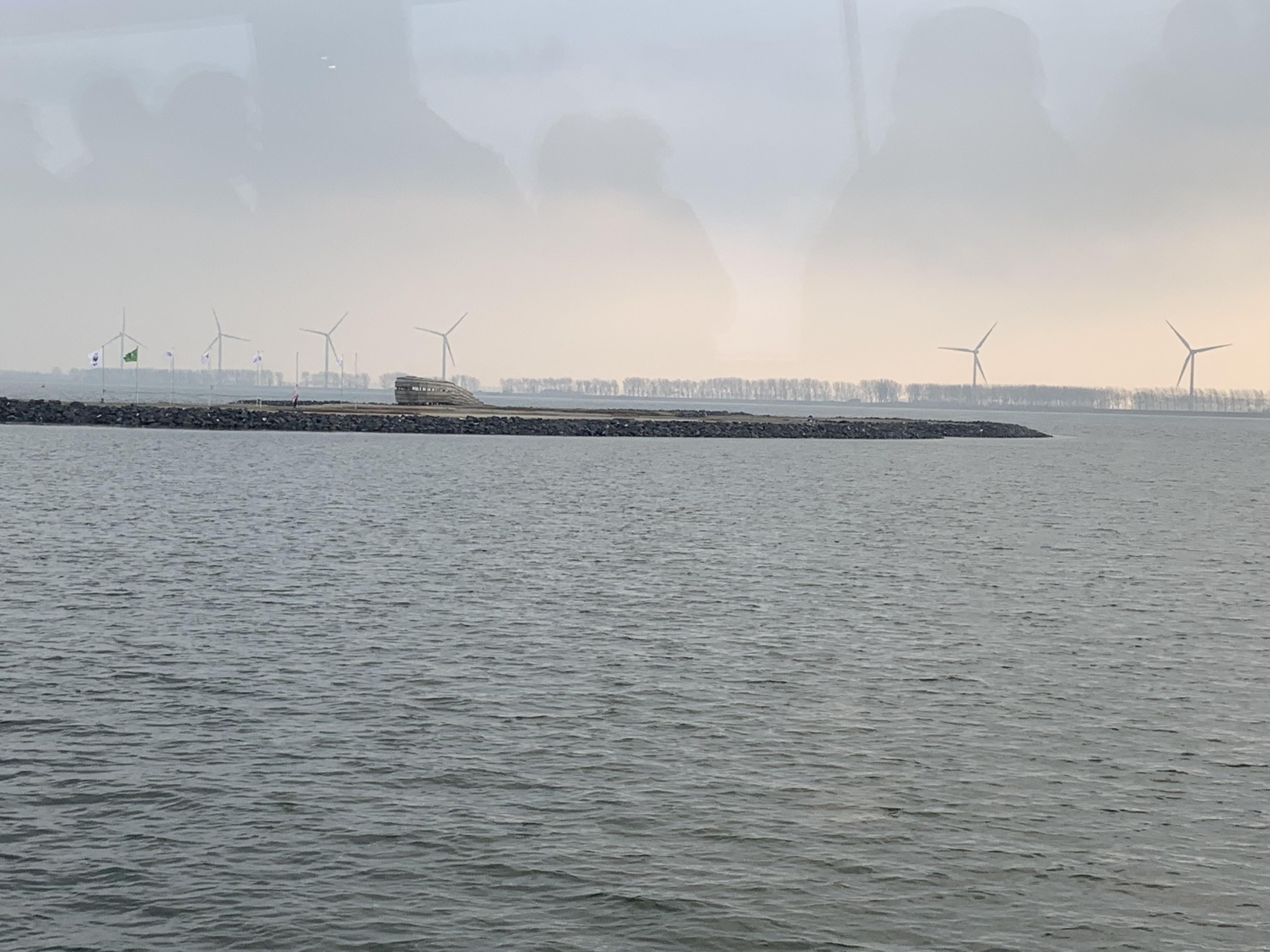 <p>zicht vanaf het water</p>