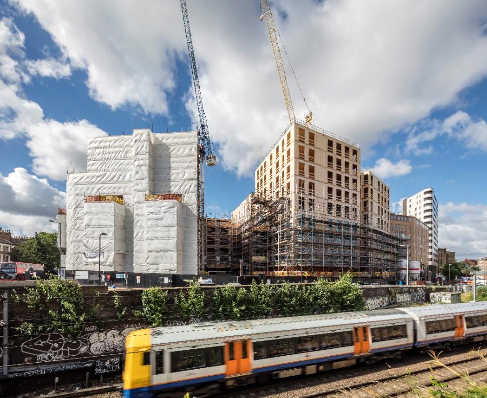 Dalston Works in Londen is een ontwerp van Waugh Thistleton Architects uit 2017. Dit kruislaaghoutproject heeft tien verdiepingen en is 33 m hoog. Beeld Daniel Shearing Brighton.