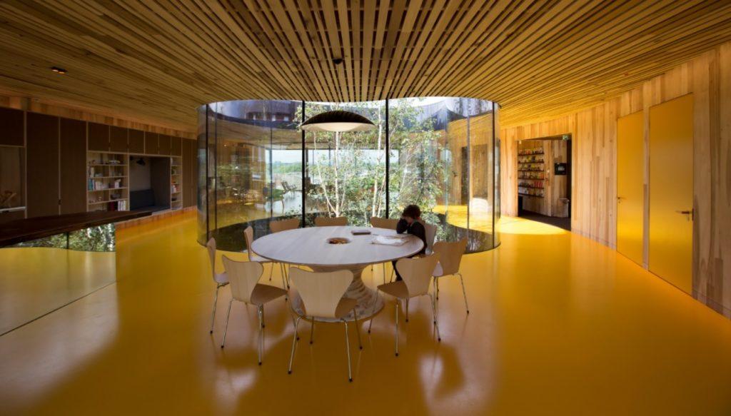 Het door dRMM ontworpen Maggie's Oldham uit 2017 biedt een innovatie in kruislaagtulpenboomhout. Beeld dRMM Londen/Alex de Rijke