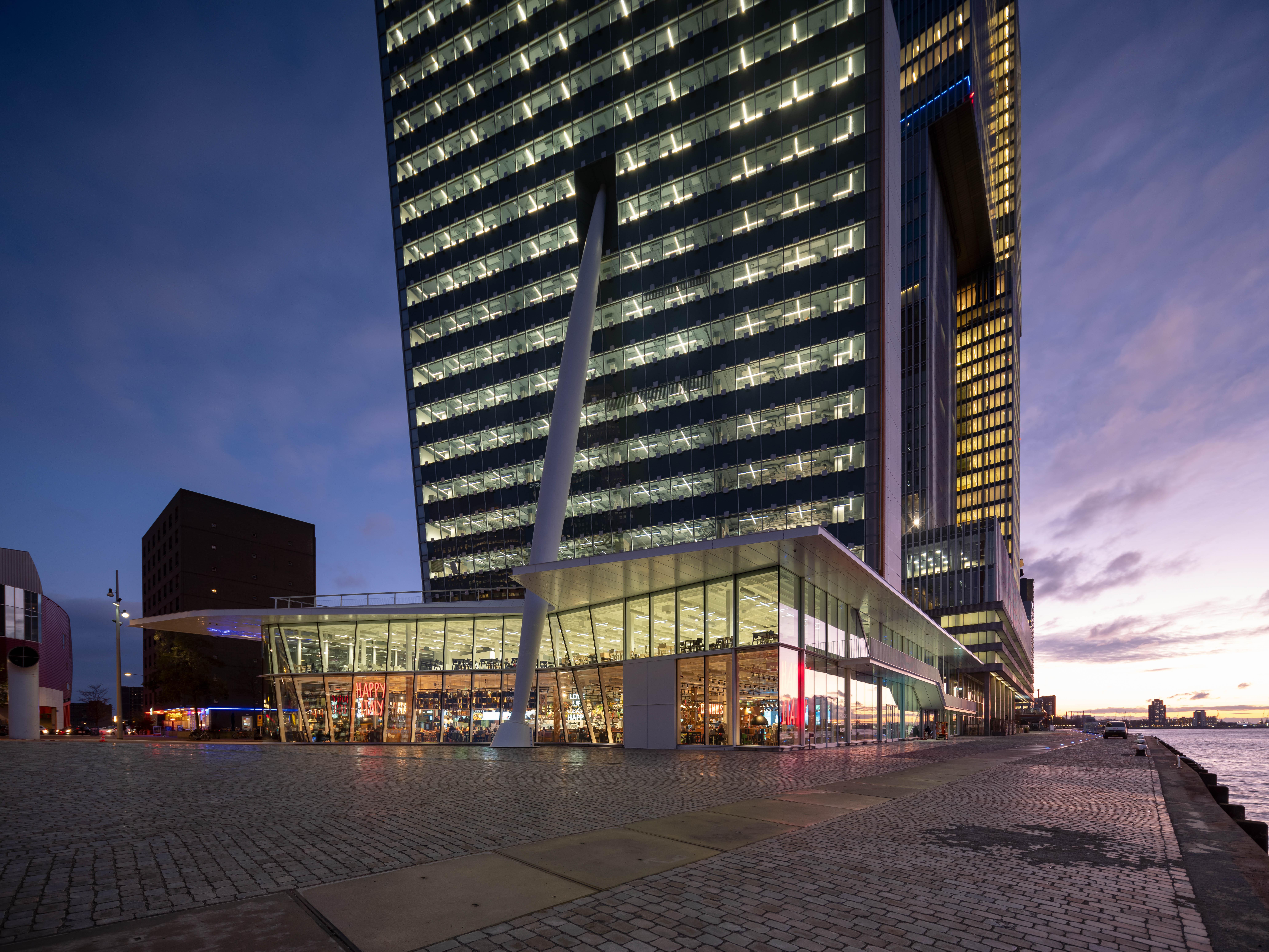 <p>KPN hoofdkantoor Wilhelminapier &#8211; Ossip van Duivenbode</p>