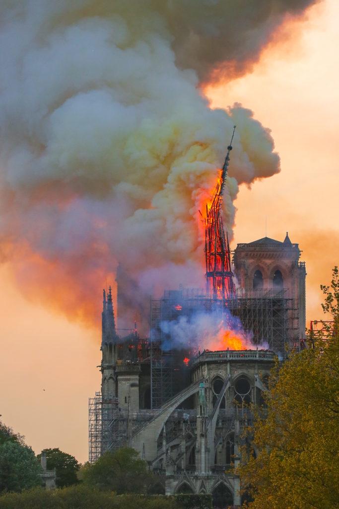 Brand in de Notre Dame in Parijs. Beeld Shutterstock