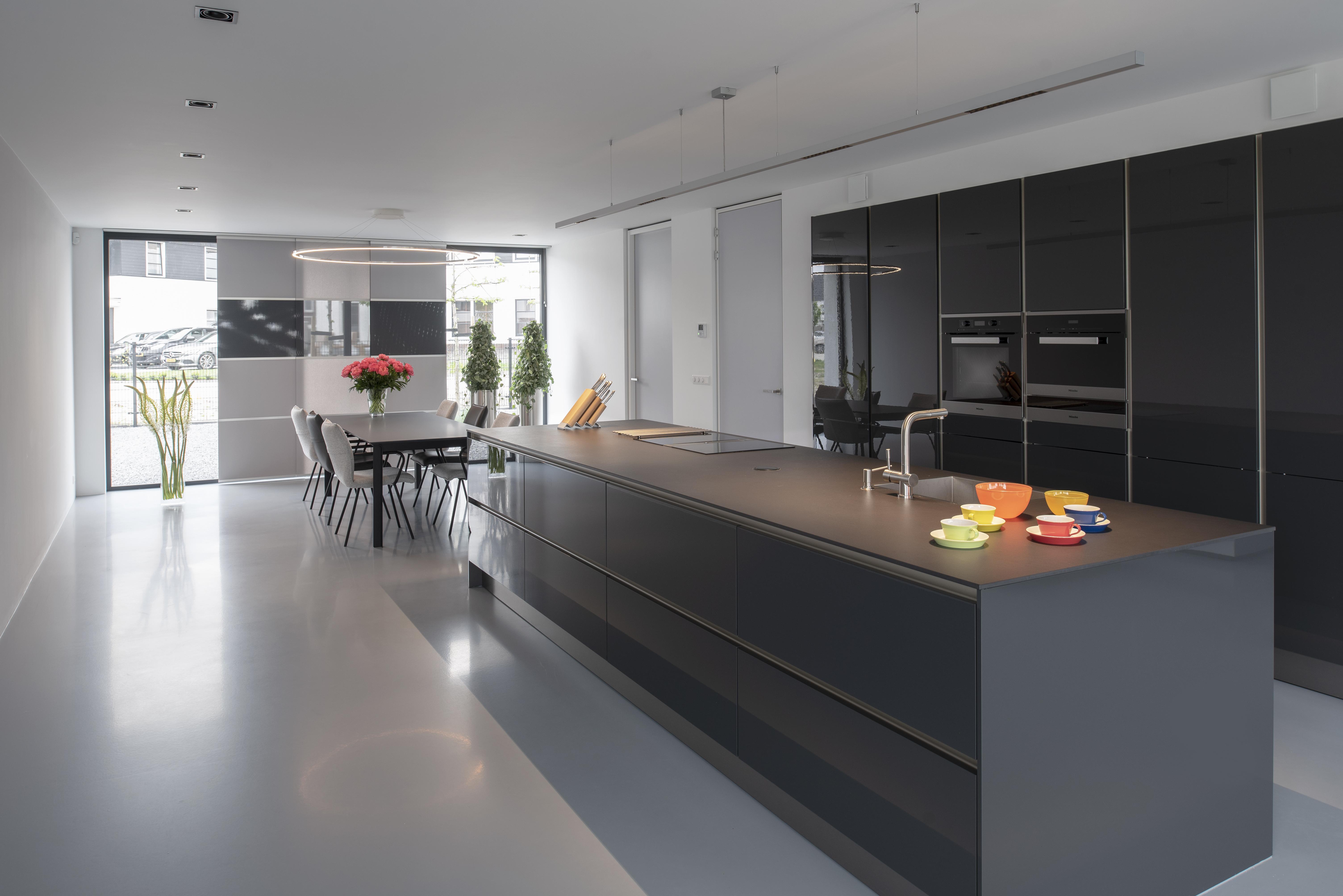 <p>Keuken en eetkamer.</p>