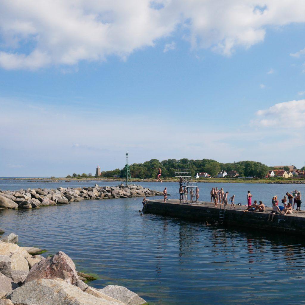 Zwemmen in natuurlijk water op Bornholm. Beeld Robbert Guis