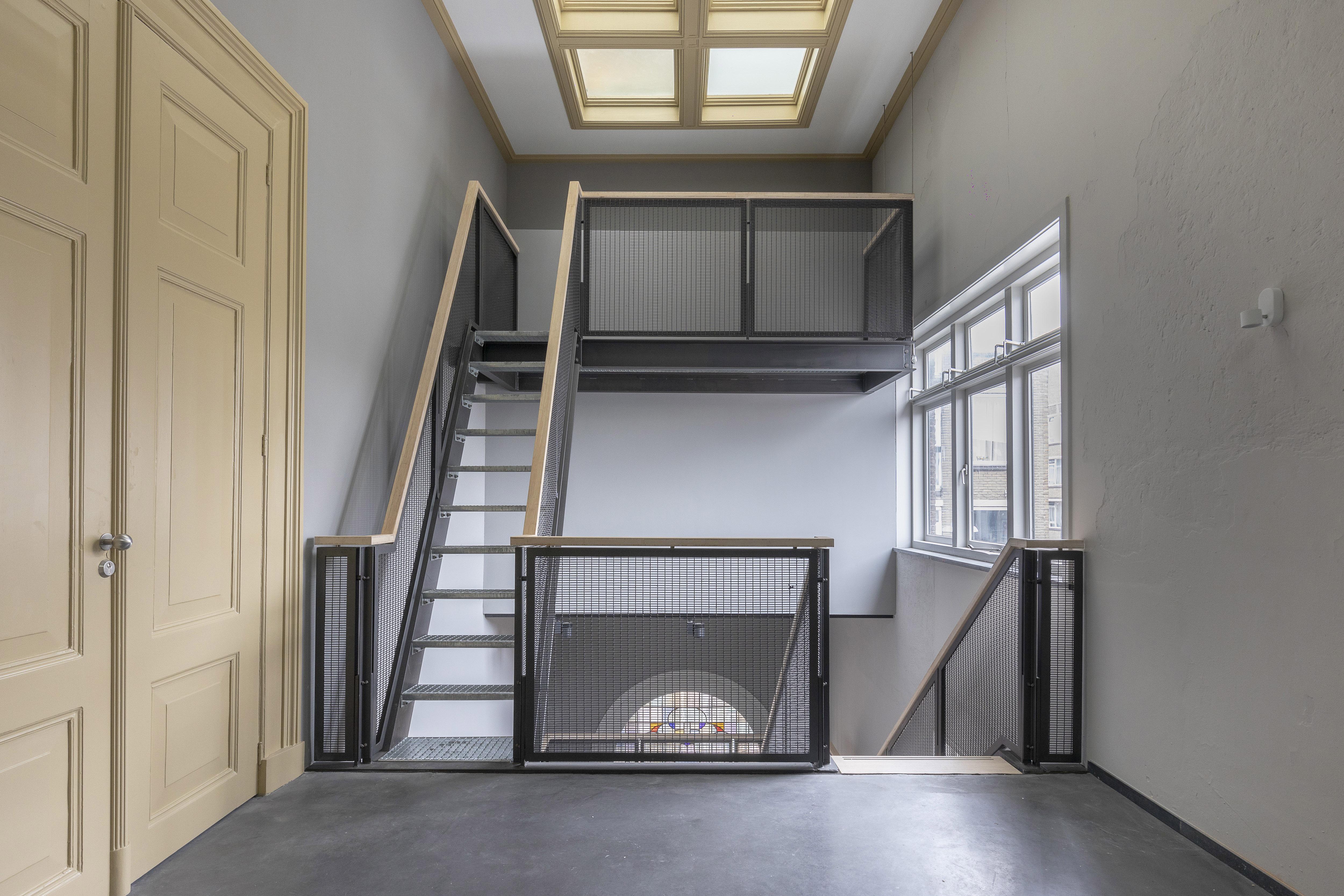 <p>Het gemeenschappelijke trappenhuis</p>