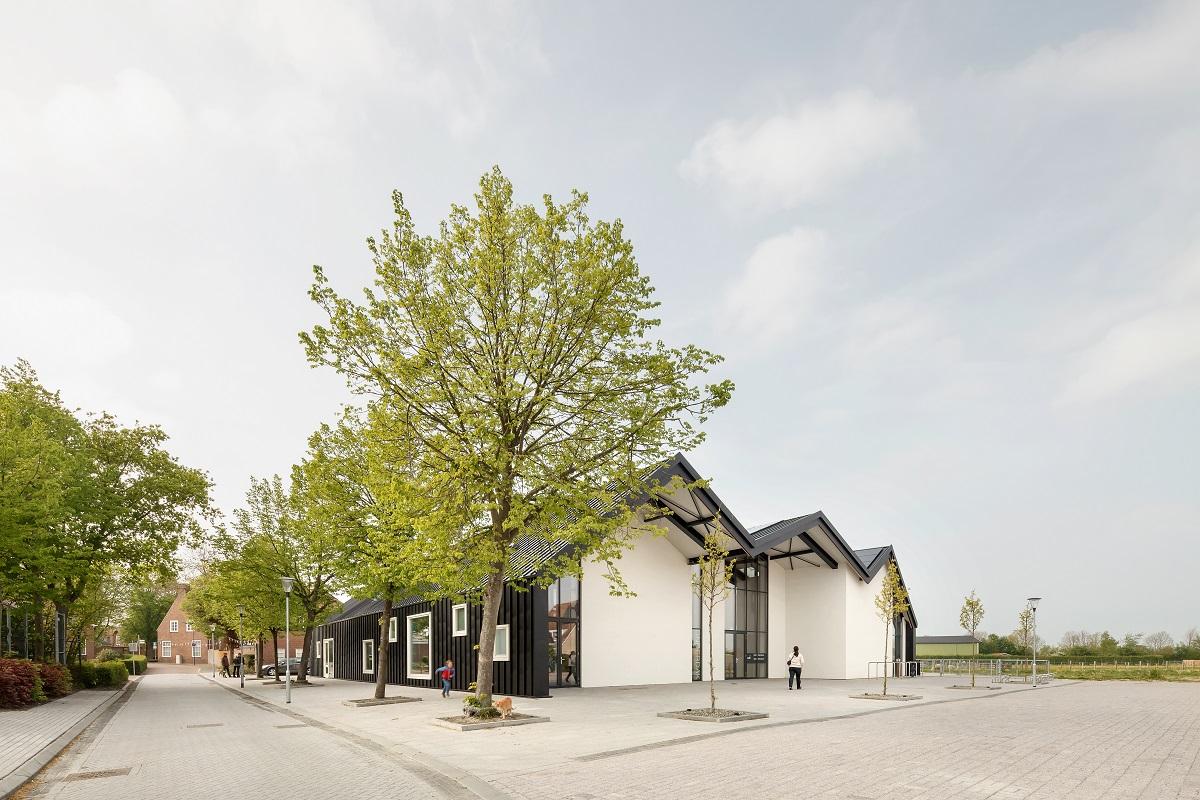 <p>MFC Biggekerk door NOAHH. Beeld Katja Effting</p>
