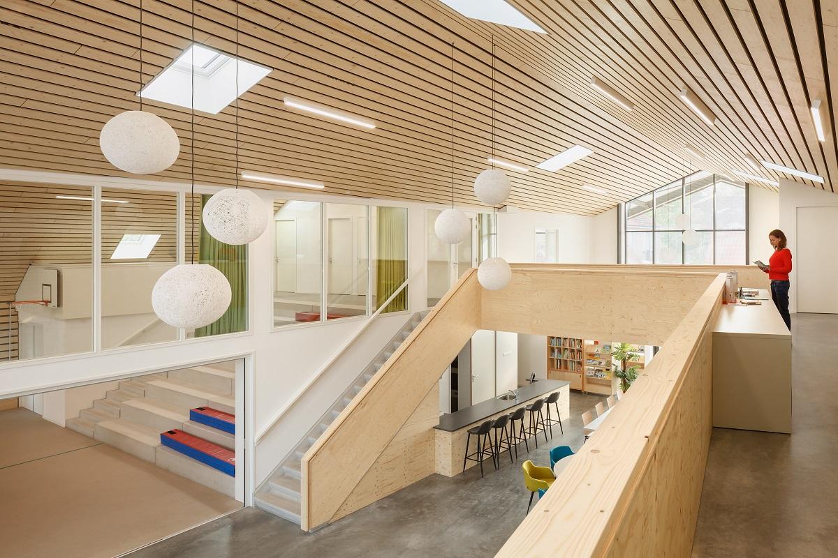 <p>Schoollokaal in MFC BIggekerke. Beeld Katja Effting</p>