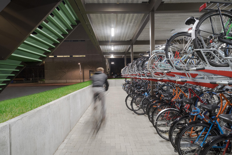 <p>De fietsenstalling, beeld: Riccardo de Vecchi</p>