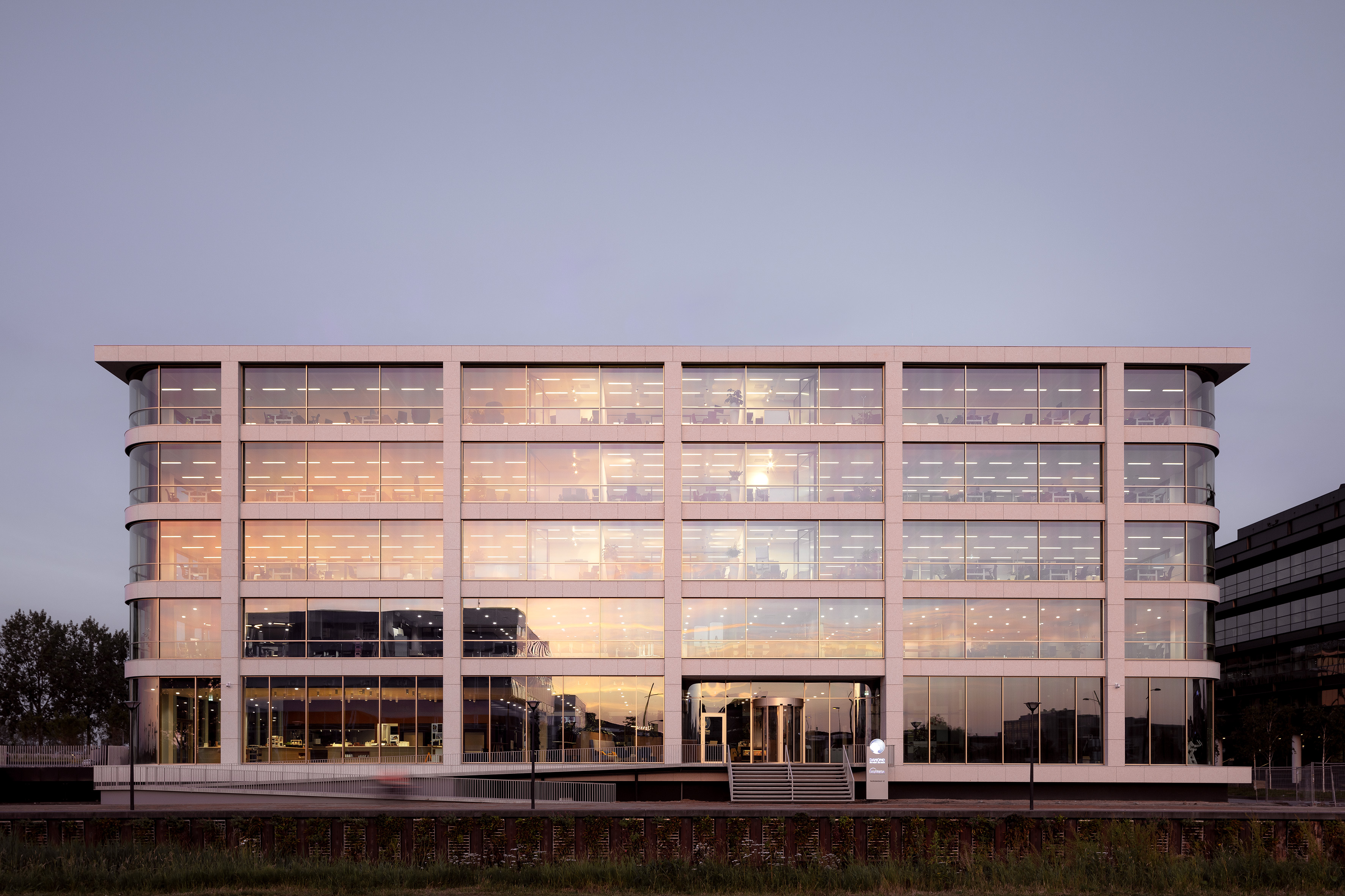 <p>Hoofdkantoor Danone in Hoofddorp door Powerhouse Company. Beeld Sebastian van Damme</p>