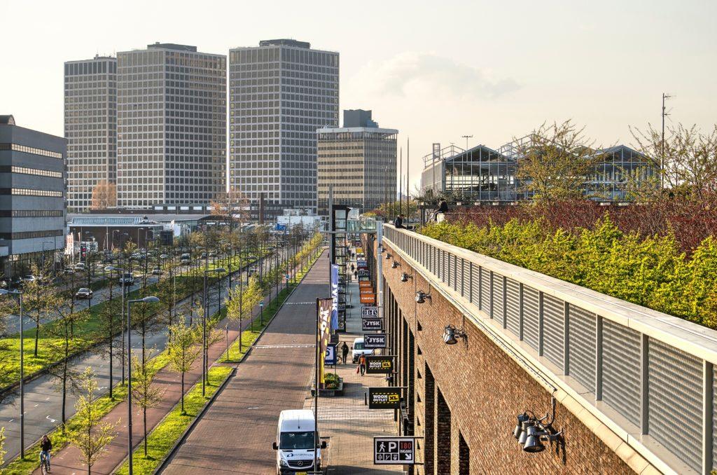Uitzicht op Marconitorens vanaf Dakpark Rotterdam. Beeld Shutterstock