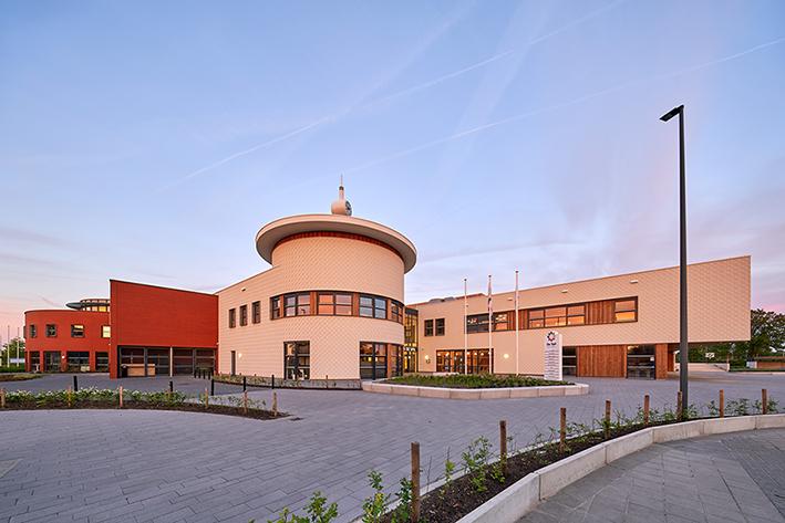 <p>bestaand gebouw geintegreerd in nieuwbouw: samen 1 gebouw, fotograaf Ronald Tilleman</p>