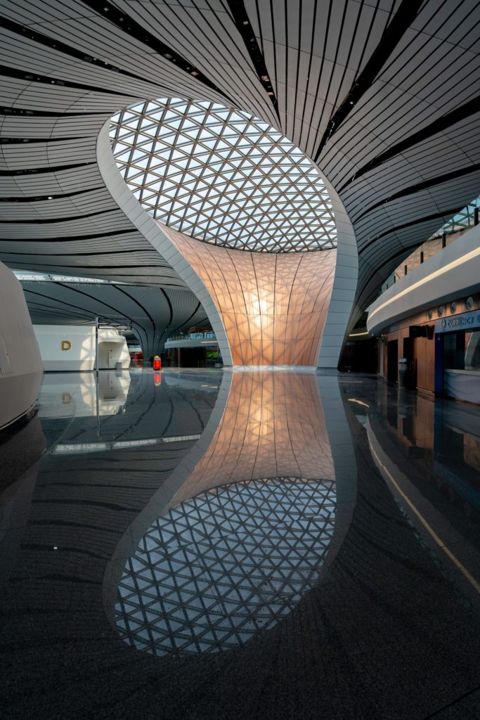 Beijing Daxing International Airport door Zaha Hadid. Beelden CGTN en Dezeen.com