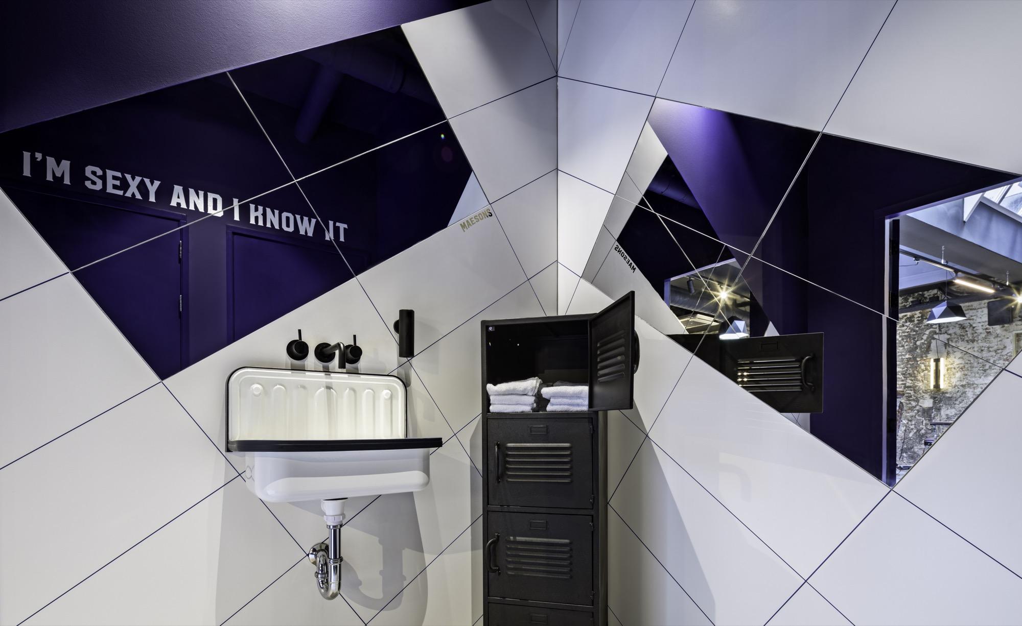 <p>Toilets &#8211; Photo: J. Rodycz</p>