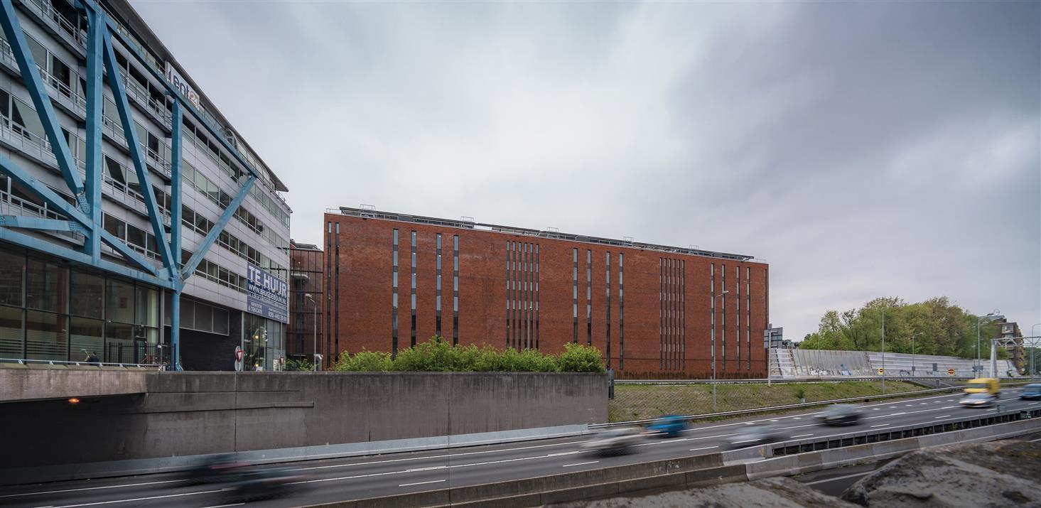 <p>Ruggebouw &#8211; foto: John Lewis Marshall</p>