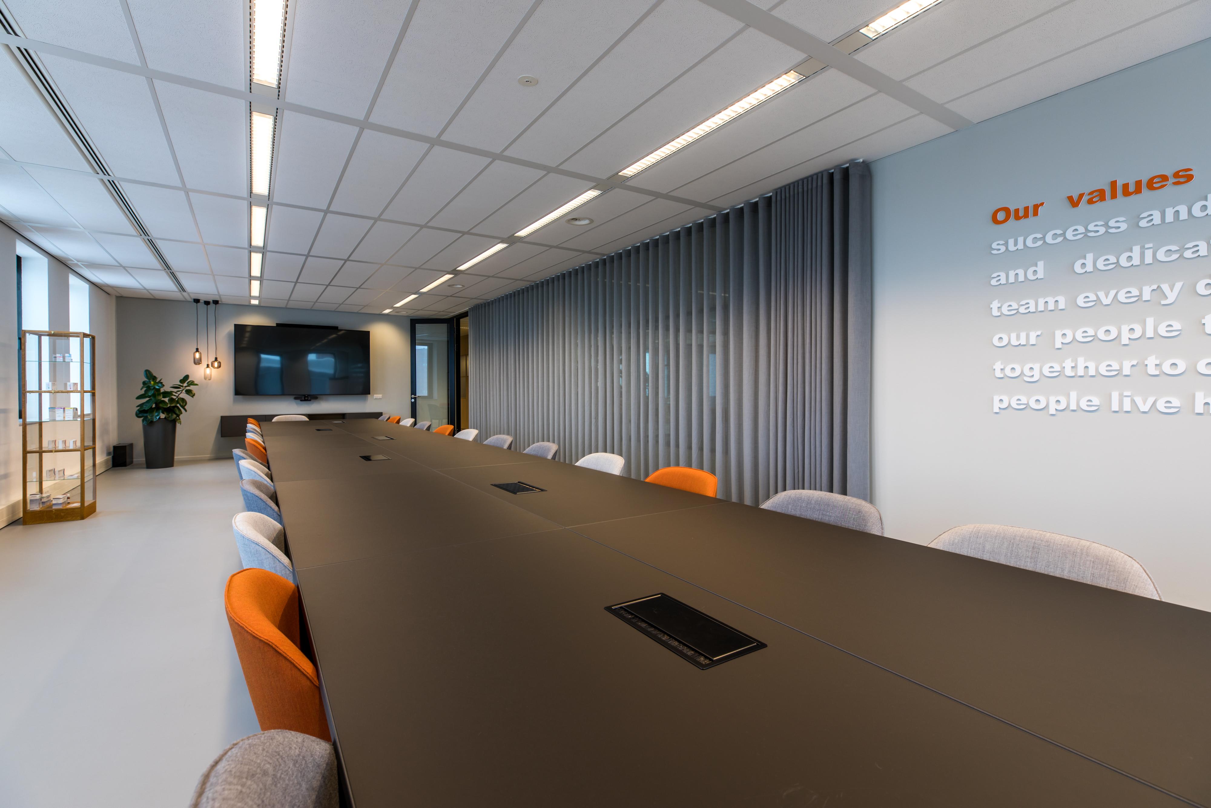 <p>Grote vergaderruimte, &#8216;foto; Jan Buteijn&#8217;</p>