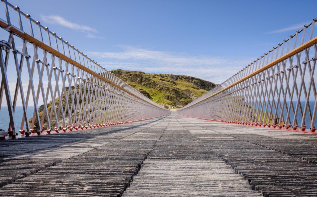 Tintagel Castle Bridge Cornwall door Matthews en Ney & Partners. Beeld Jim Holden