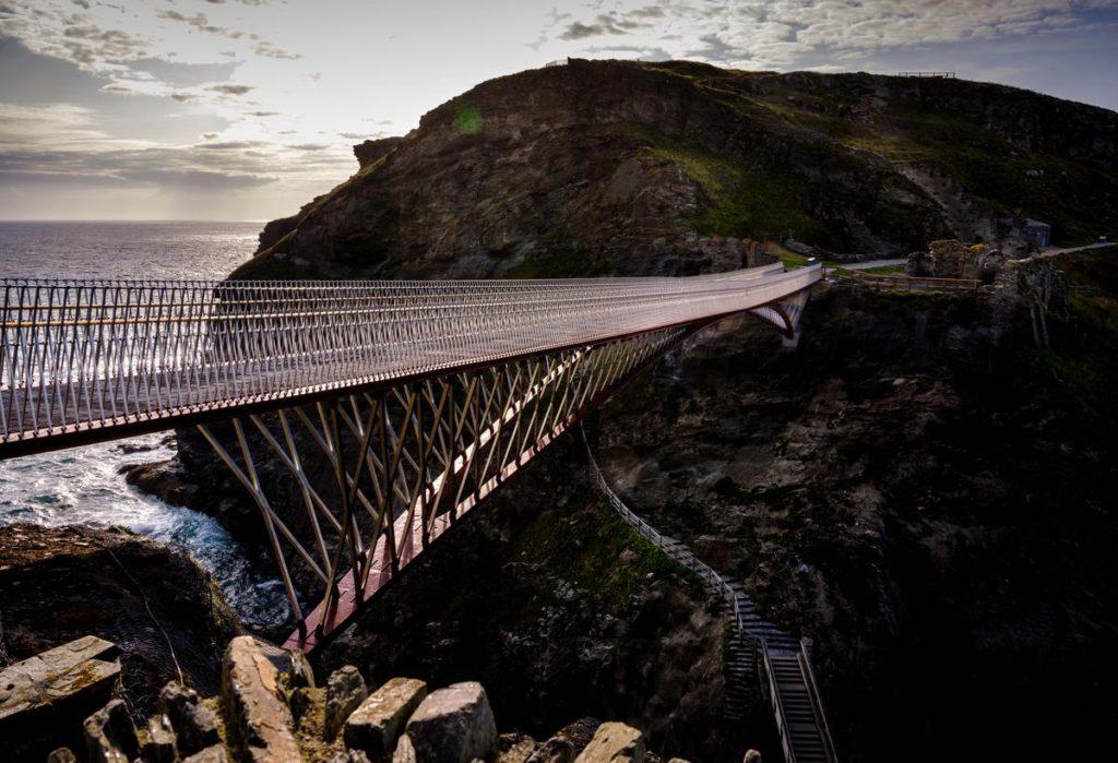 Tintagel-Castle-Bridge-Beeld-Jim-Holden