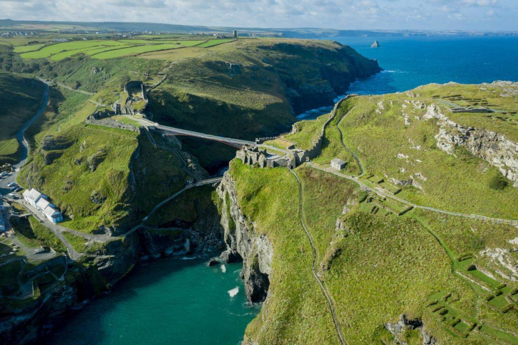 Tintagel Castle Bridge Cornwall door Matthews en Ney & Partners. Beeld David Levene