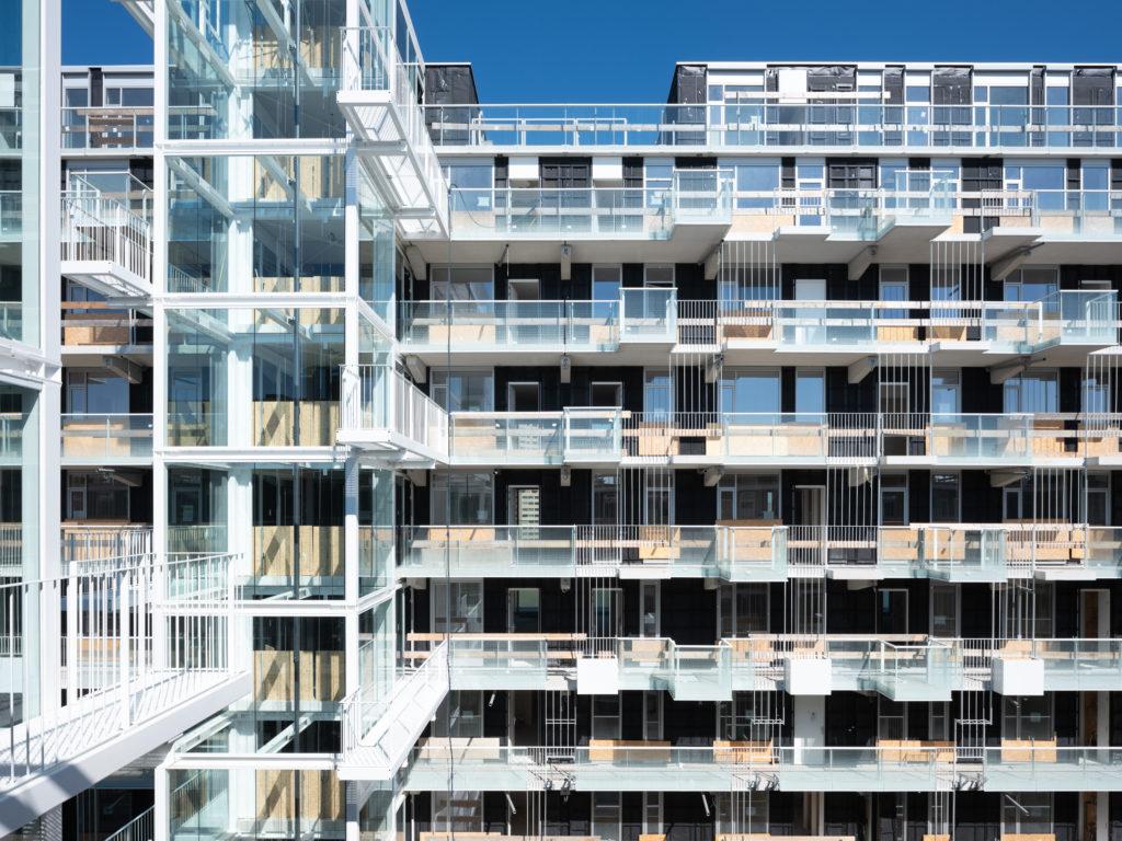 Loftwonen aan galerijen in Fenix I te Rotterdam door Mei architects and planners Beeld Ossip van Duivenbode
