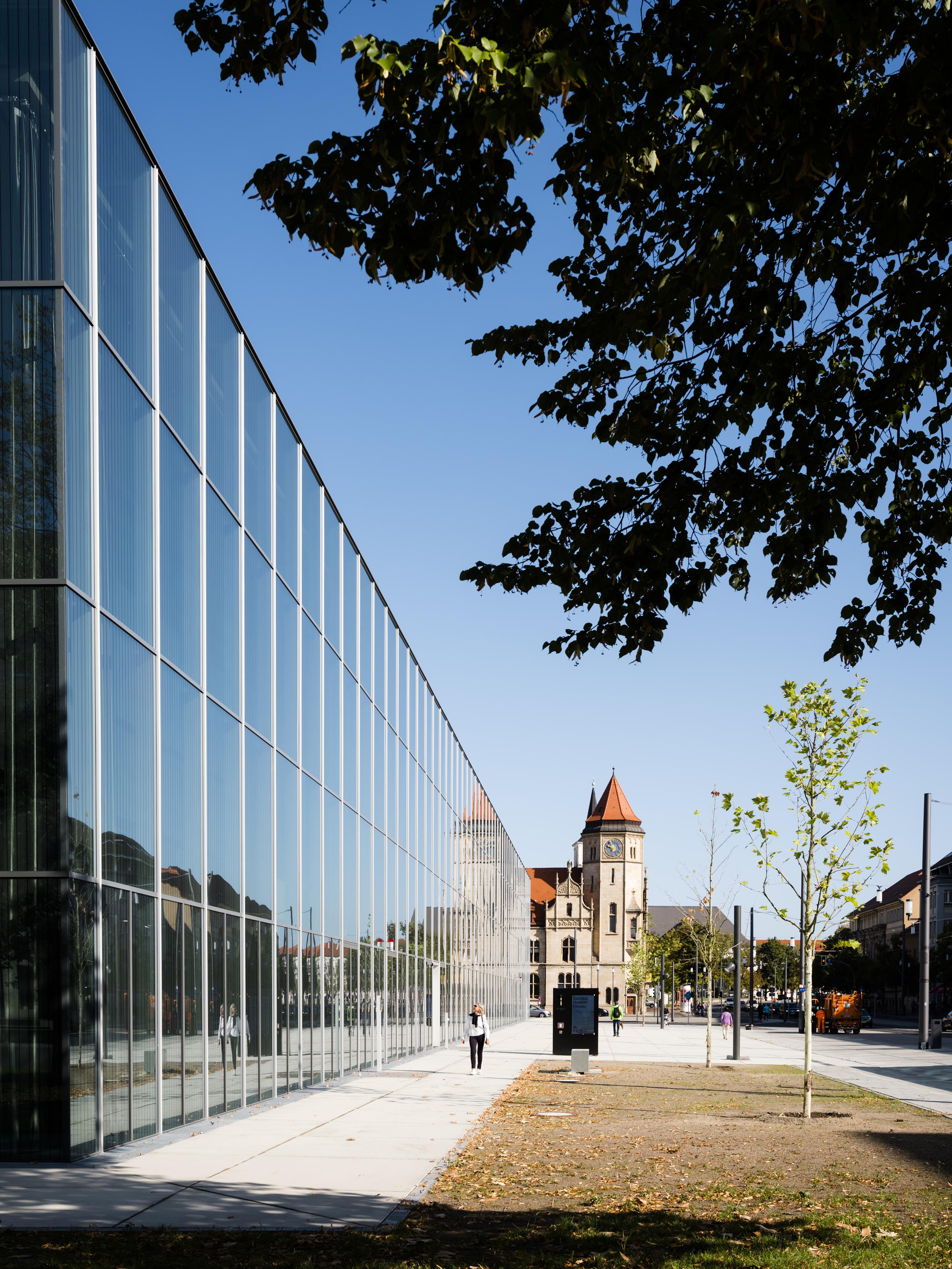 <p>Bauhaus Museum Dessau door addenda architects. Beeld Thomas Meyer/OSTKREUZ</p>