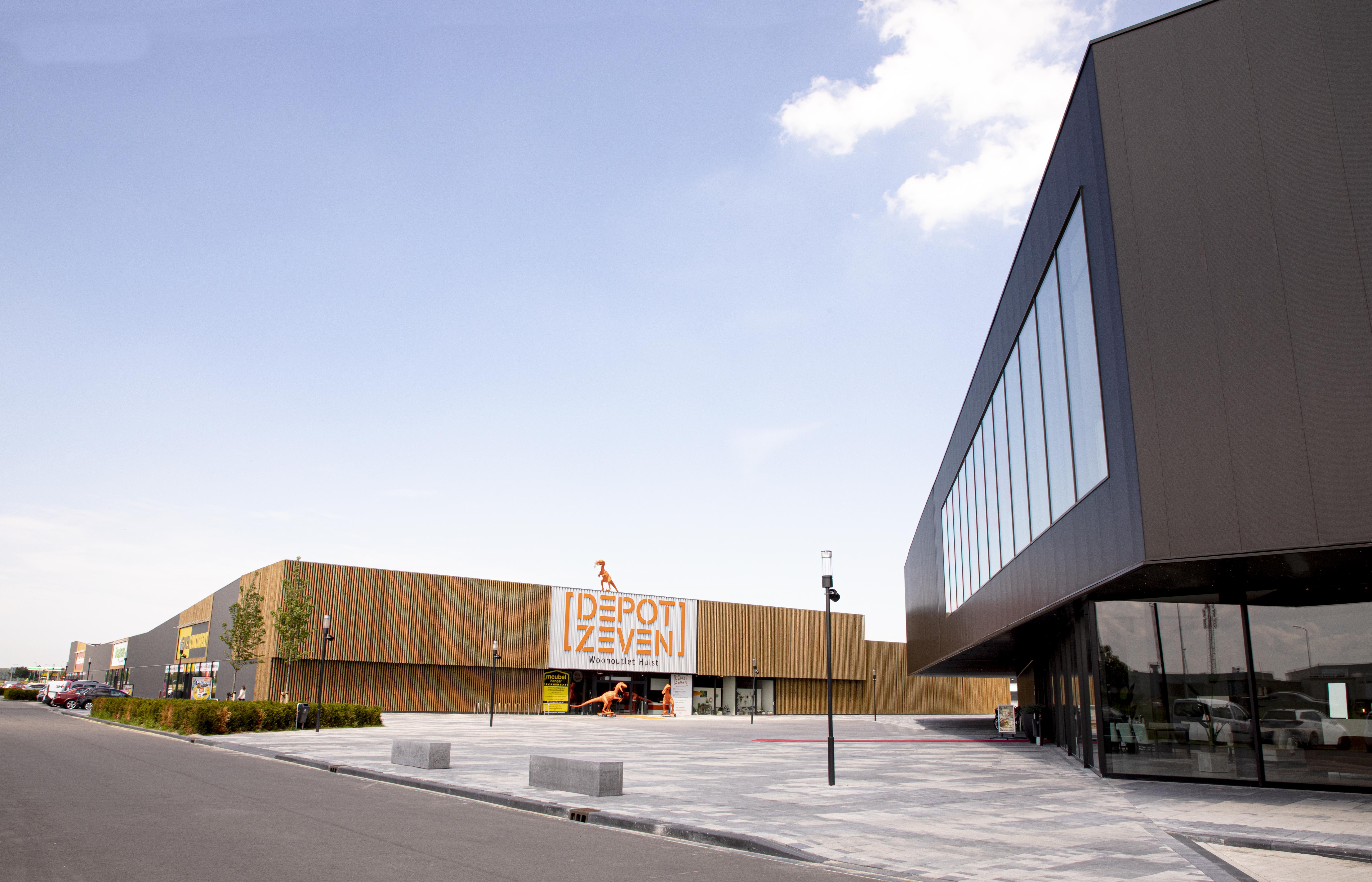 <p>Morres Meubelen Hulst &#8211; centraal plein (foto: LA | Architecten Ingenieurs)</p>