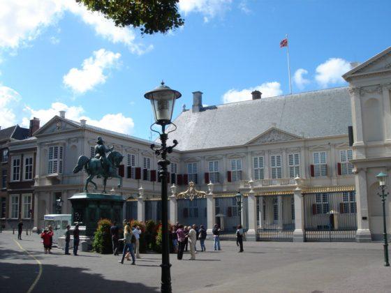 Den Haag houdt bouwplannen van koning, ministers en instellingen compleet geheim